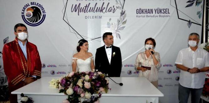 Özçakmak Ailesinin Mutlu Gününe Canan Kaftancıoğlu ve Cengiz Kurtoğlu Şahitlik Etti!